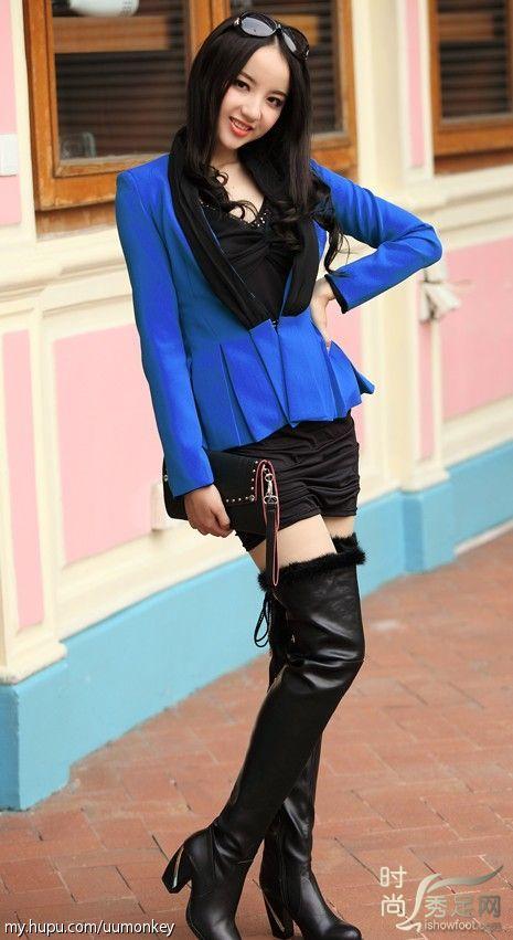 蓝衣长靴美女